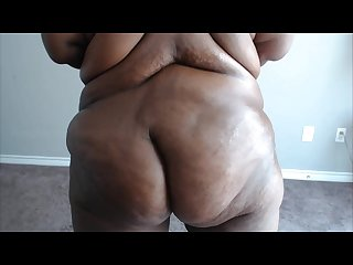 Deflated bbw plays with herself