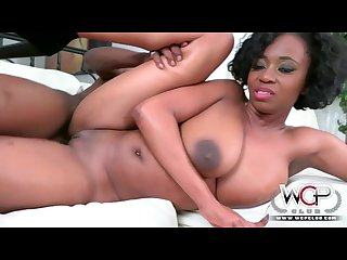 Ebony milf wants it now