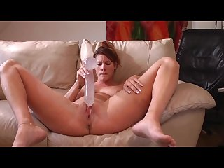 Amateur fucks herself to a squirting orgasm
