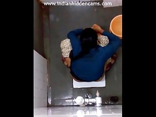 Indian girl changing pad in bathroom filmed by hidden camera sex mms