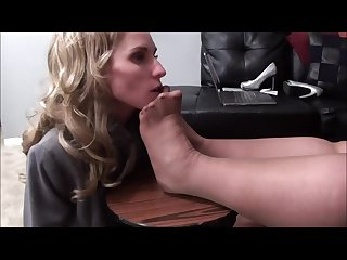 Honey worships plump therapist S stockinged feet