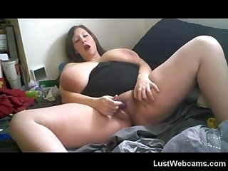 Busty bbw plays with her huge tits and pussy on webcam