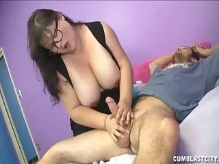 Big sized milf jerking her daughter S boyrfiend