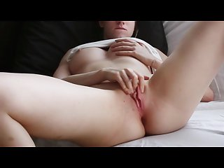 Amateur records herself masturbating to an orgasm