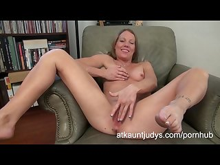 Alyssa dutch masturbates on auntjudys com
