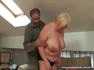 Nasty granny still knows to please a dude
