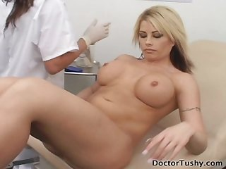 Sexy brunette doctor tory lane gives gyno exam to busty blonde brooke haven