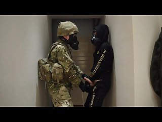 2 guys jerk off gas mask military 2 mecs ftichistes masque a gaz survet