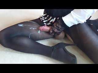 Crossdresser shoots cum on pantyhose