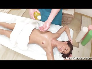 Linda star sporty babe masseur