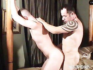Hung daddy raw fucks hung lad