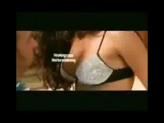 Bollywood s hottest actres Katrina kaif showing her boobs in movie boom