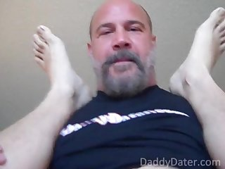 Hairy musclebear daddy fucks me and blows his load