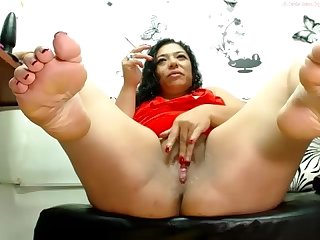 Nasty mature latina feet and pussy squirting on cam