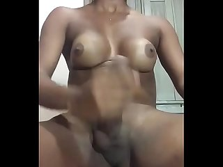 Bella Chandler Travesti bate punheta at� gozar (..