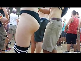 Candid - Festival Girl showing her Underbun in Black Hotpants