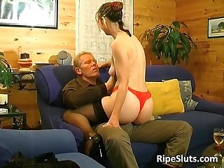 Mature brunette gets that wet hairy