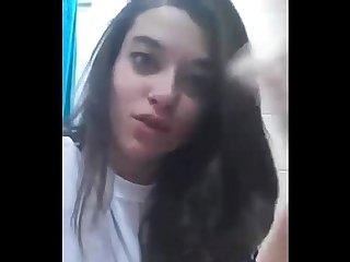 Adolescente espaola manda video a Su novio tiene ganas de follar