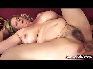 WHAT IS HER NAME? - WHO IS SHE? BLONDE MILF BIG BOOBS