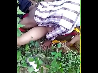 Desi girlfrind fucking with her frinds in jungle
