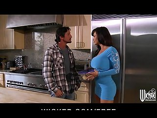 Lisa Ann gives a lunch and pussy at landscaping