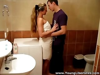 Young Libertines - Passionate fuck Lea in a bathroom