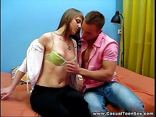 Casual teen sex creampied on a first date