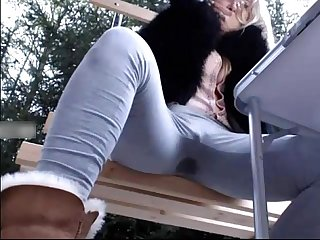 Cindy soaks her pants outdoors make her squirt splooshcams com cindy desire