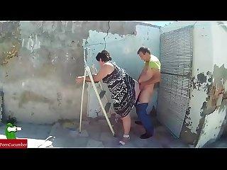 Deja de limpiar esa persiana sucia y vieja y amorrate al pilon mujer foca 007