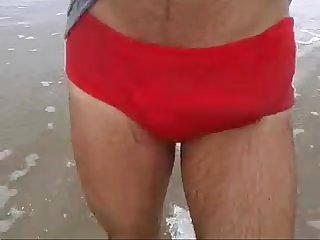 Trocando a Cueca pela sunga na praia de pau Duro