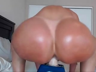 MILF Flashing Pussy On Webcam Chaturbate