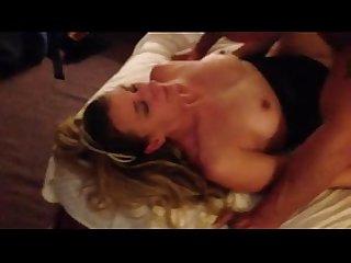 Corno manso filmando Esposa com amigo