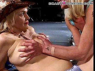 Garage lesbos licktastic