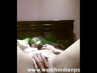 Desi aunty fingers her pussy live on camera watch indian porn
