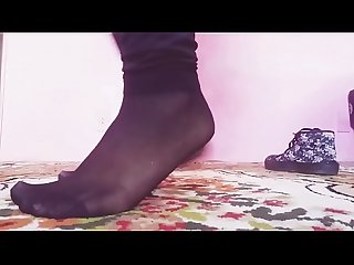 Cams4free.net - Smelly Feet in Nylon Socks