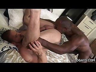 Black Bodybuilder With Huge Cock Fuck A White Gym Guy