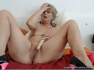 Busty mature dildoing her pussy and ass on cam