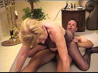 Mature whore serves a customer