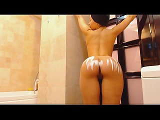 Shaking Ass in the Bathroom - Free Live Sex Cams on Live99Cams.com