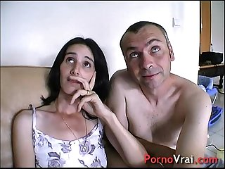 Creampie surprise elle gicle sur le canape sans se retenir french amateur
