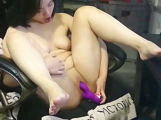 Jade chan and the vibrator of multiple orgasms