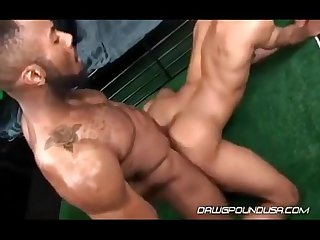 2 black thugz kissing and fucking