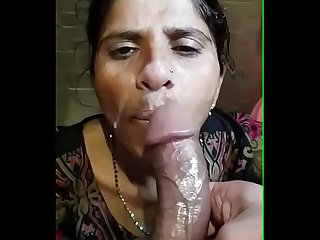 Cumshot on musilm aunty mouth 13