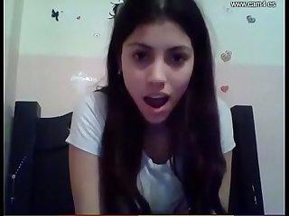 Hermosa teen ensea su culito por webcam