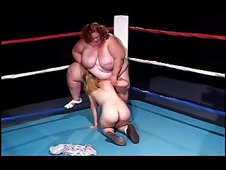 Midget With Strap-on Fucks BBW On Ring