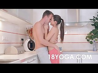 Sexo con instructor de yoga