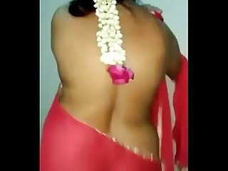 Bhabhi in red saree exposing