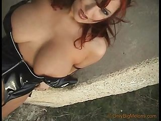 Dominatrix vendy shows her curves