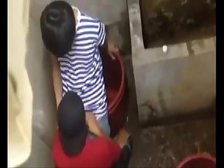 Bu Cu cho Ban trong Toilet blowjob in Toilet