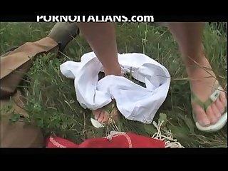 Pompini E pisciata sul prato blowjob and piss on the lawn